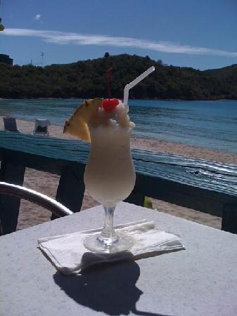 Island Beachcomber Hotel: Beachside Restaurant & Bar