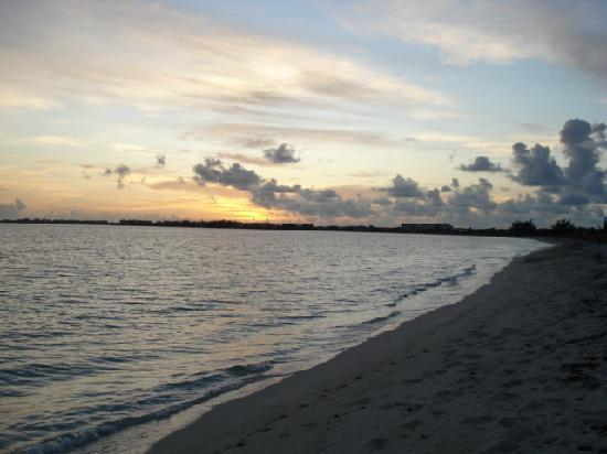 Atlantic Ocean Beach Villas : Sunrise on Beach