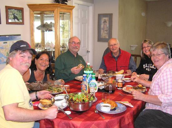 Orange Tabby B&B: Grat Friends, great food, great time!!