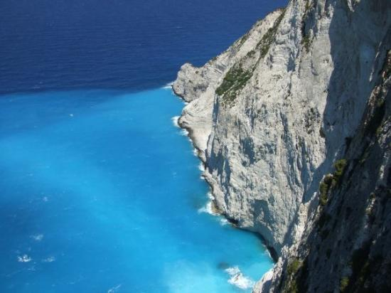 Zakynthos, Greece: Look at the beautiful blue waters.....
