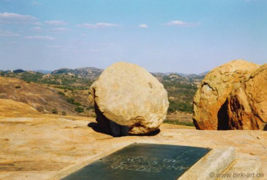 Matobo National Park - The Matopos, Zimbabwe: Lizards by the thousand, hand fed by the guard every morning