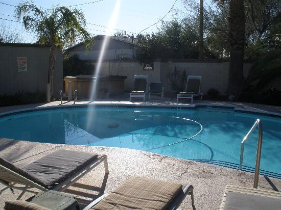 Arizona Sunburst Inn: Pool - and it's heated!  92 degrees