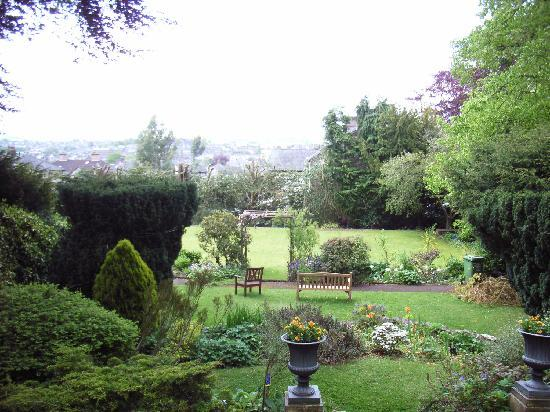 Bank House Bed and Breakfast: view over garden