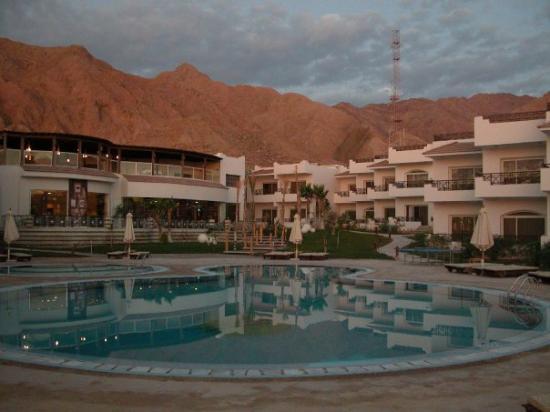 Sea Sun Hotel Dahab: mountains behind the hotel