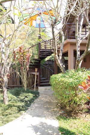 Huarn Jana Boutique Resort: Every room has its own privacy with trees seperate.