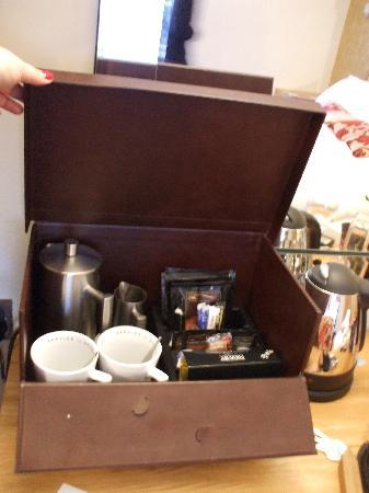 Ennios Boutique Hotel: Coffee Box in the room