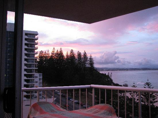 Coolangatta, Australia: Balcony View at sunset