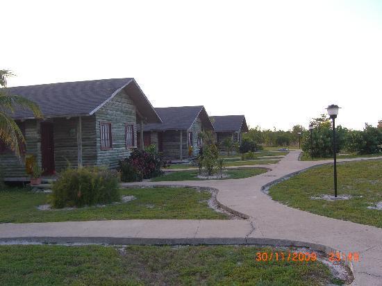 Villa Marinera: path to the bungalows