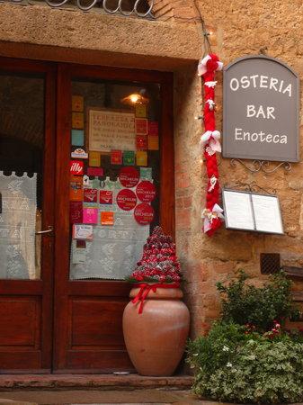 Monticchiello, Italy: Entrata...verso Natale
