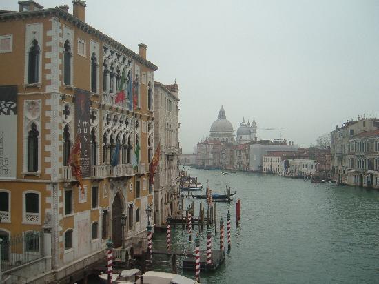 Ristorante Piccolo Martini: Canal grande and Santa Maria della Salute in the background