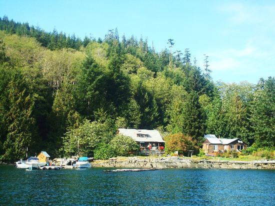 Grizzly Bear Lodge & Safari: Grizzly Bear Lodge on Minstrel Island