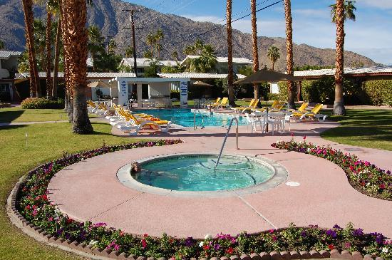 A Place in the Sun Garden Hotel: Bliss in the hot tub