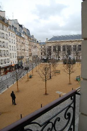Hotel Henri IV : View of Place Dauphine from the room