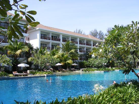 Naithonburi Beach Resort: Pool-Landschaft