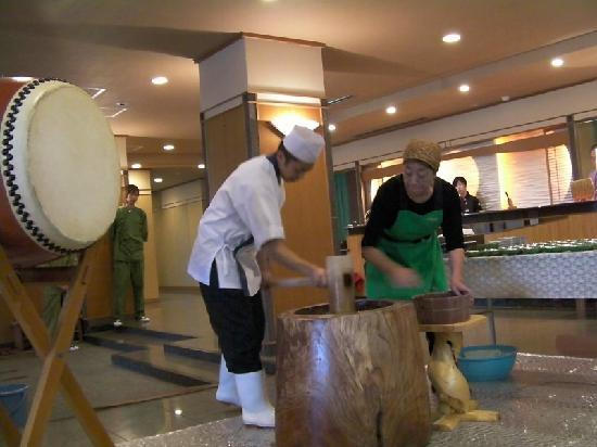 Taketoritei Maruyama: Rice pounding ceremony in the morning. We each got to eat some of it - very delicious!