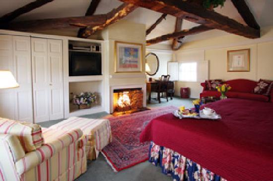 Harbor Light Inn: Fireplace Room 35
