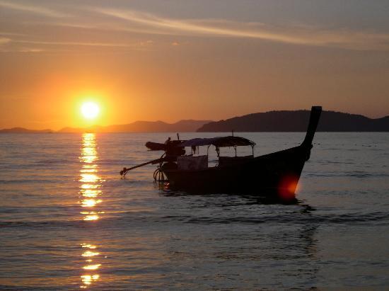 Somkiet Buri Resort: Sonnenuntergang am Rai Leh West Beach