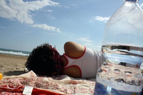 Barcelona, Castelldefels (playa del Poal).  Pucca, cansada de ser mi única modelo, me daba dir