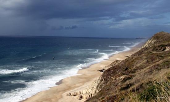 Leiria, Portogallo: Ontem à tarde na Polvoeira, vendo S. Pedro ao fundo. Uma tarde de fortes nuvens