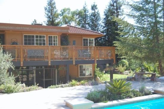 Lafayette, CA: View of the deck from the pool.