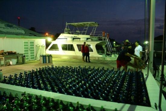Amigos Del Mar Dive Shop: Tanks alot