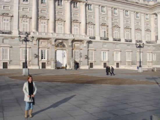 Royal Palace of Madrid: Frente al palacio de la zarzuela,casa de los reyes de españa