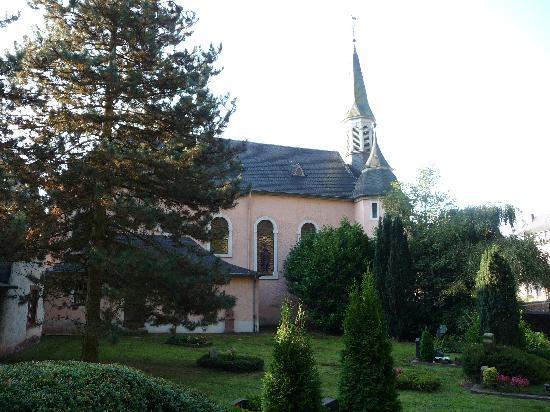 Stadtwald Hotel: Little church near the Stadwald Hotel