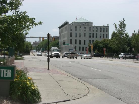 Courtyard Omaha Downtown/Old Market Area: ダウンタウンまで歩いていけます