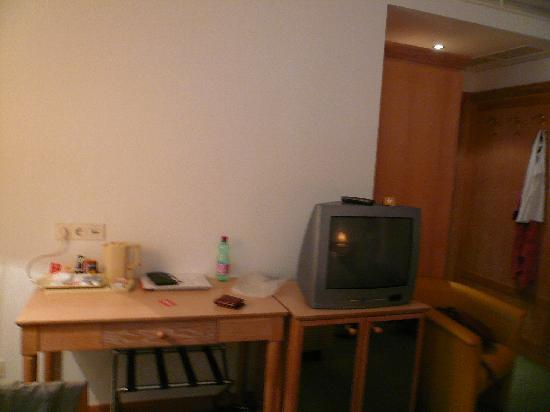 Hotel Imlauer & Bräu: tea/coffee facilities in the room