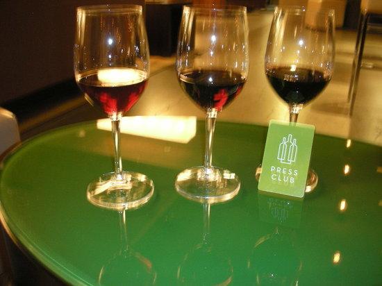 Press Club : sample wine flight