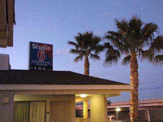 Studio 6 Tucson: Price is low
