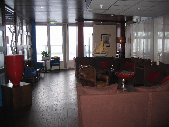WestCord Hotel Schylge : Sitting area upon the restaurant entrance
