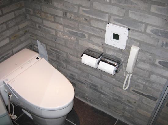 Shibuya Granbell Hotel: high-tec toilet!