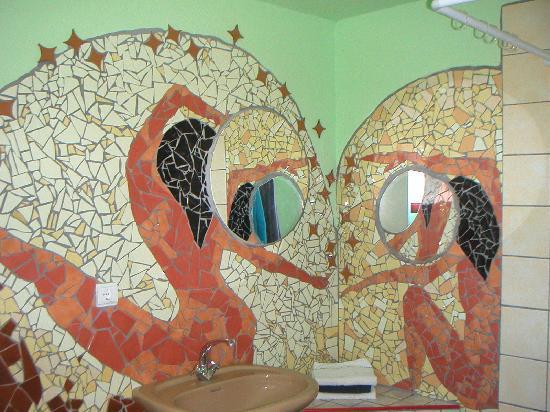 Termas da Azenha : One of the bathrooms of the hotelrooms.