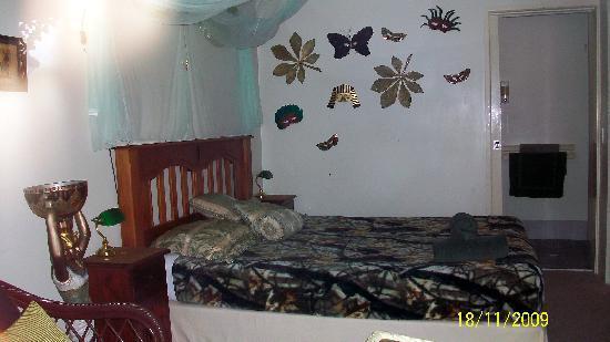 โรงแรมมารูชายโดบีช: eines der Themenzimmer