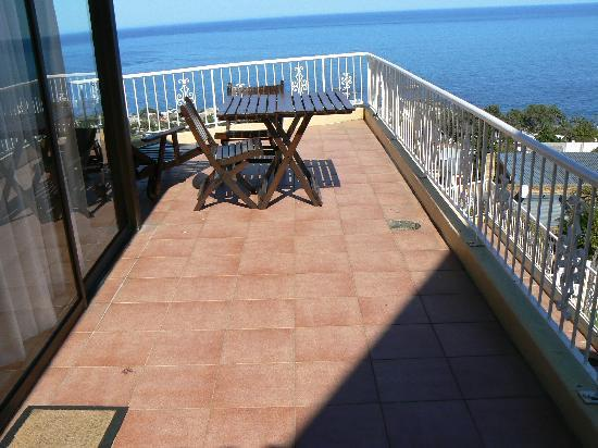 African Dreams Guest House Camps Bay: PART OF OUR L SHAPED BALCONY