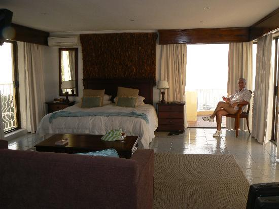 African Dreams Guest House Camps Bay: LIONS DEN