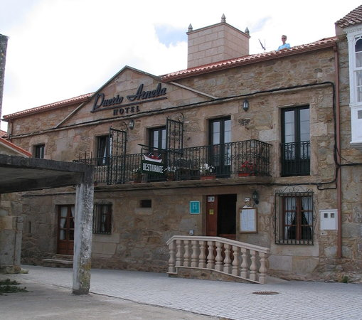 "Camarinas, Spanien: Note the wife ""on the roof"", in our patio"