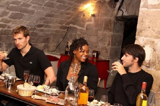 Dégustation de vins à Paris : Wine Tasting Fun in O Chateau's Wine Cellar