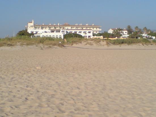 Hotel Antonio: vista del hotel desde la playa