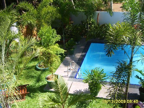 SANKAREST Villa: Swimmingpool from balcony