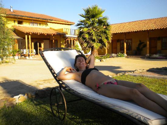 Posada Colchagua: Relaxing by the pool