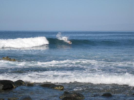 Tronco Bay Inn Resort: one of the smaller waves at The Point