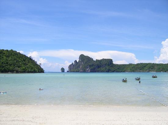 Phi Phi Island Cabana Hotel: Blick aus Richtung Hotel/Lo Dalam Bay - traumhaft