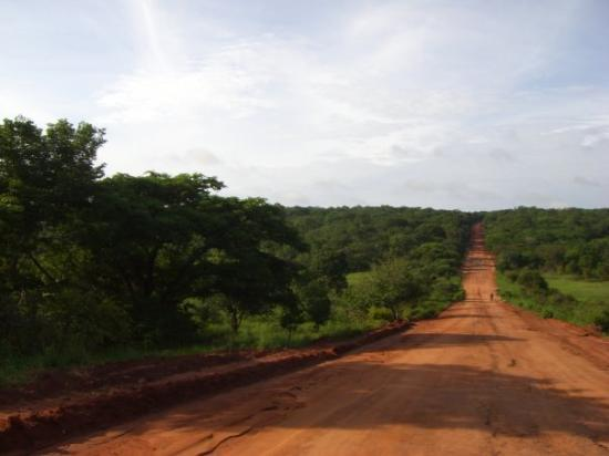 Quelimane, Μοζαμβίκη: The great North road, on the way to Tanzania!!!