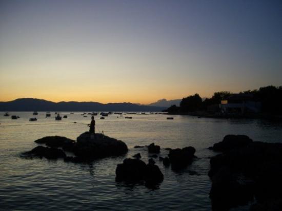Njivice, Croacia: Strandpromenade