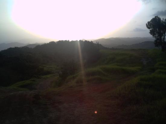 Aibonito, Porto Rico: El sol descendiendo