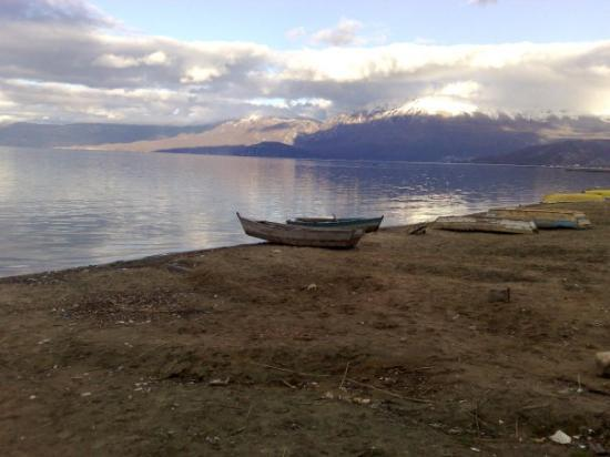 Lake Ohrid - コルチャ州、ポグ...