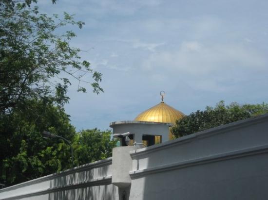 Hukuru Miskiiy (Old Friday Mosque): glimpse of grand friday mosque