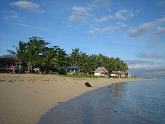 View along Manase Beach in front of Tailua Beach Fales